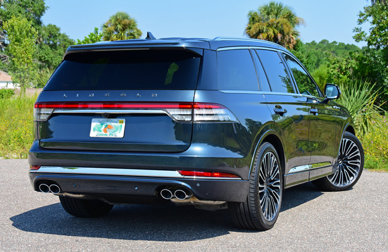 2020-lincoln-aviator-hogan-rear.jpg