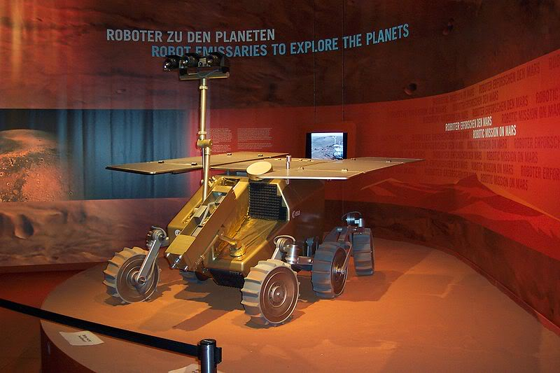 800px-ExoMars_model_at_ILA_2006.jpg