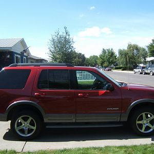 2005 Explorer XLT Cobra Wheel Side