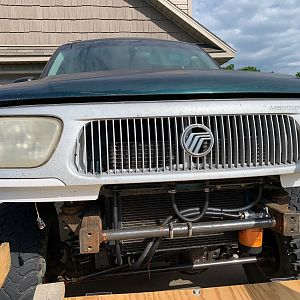 Mercury Mountaineer Grill 1