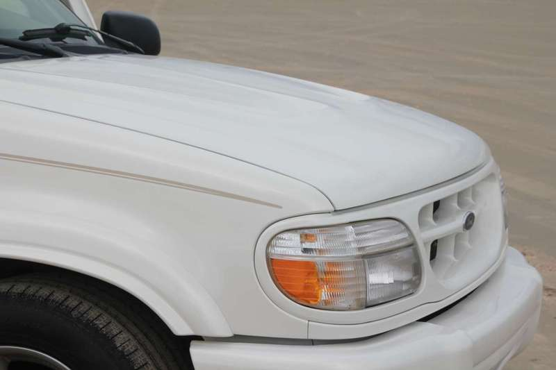 2000 Pearl White Ford Explorer Limited with Saleen XP8 Parts