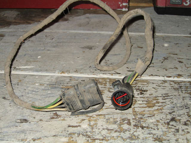 trailer wiring harness ford explorer and ford ranger forums the plug on the right is the one that connect to the plug on the truck behind the tail light the left is the 4 pin dealio