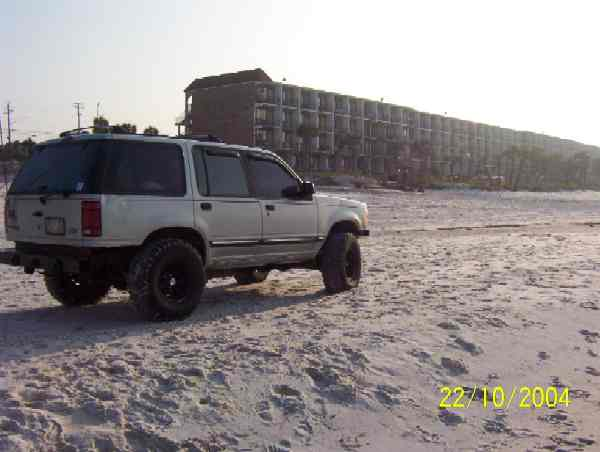 15014Explorer_on_the_sand_-_rear